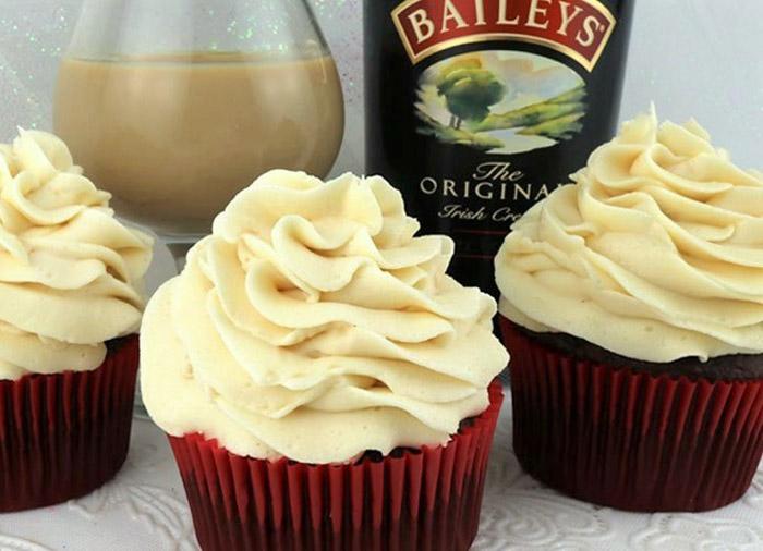 Baileys Buttercream Frosting (5-Minute Recipe)